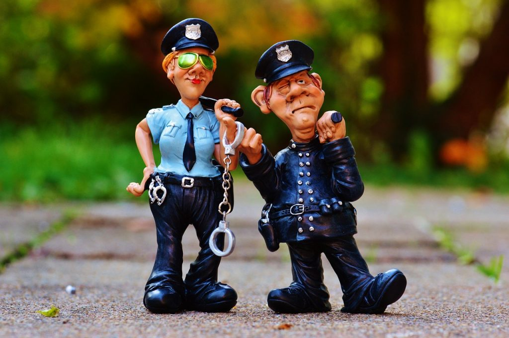 Quels sont les droits des accusés en tribunal de police ?